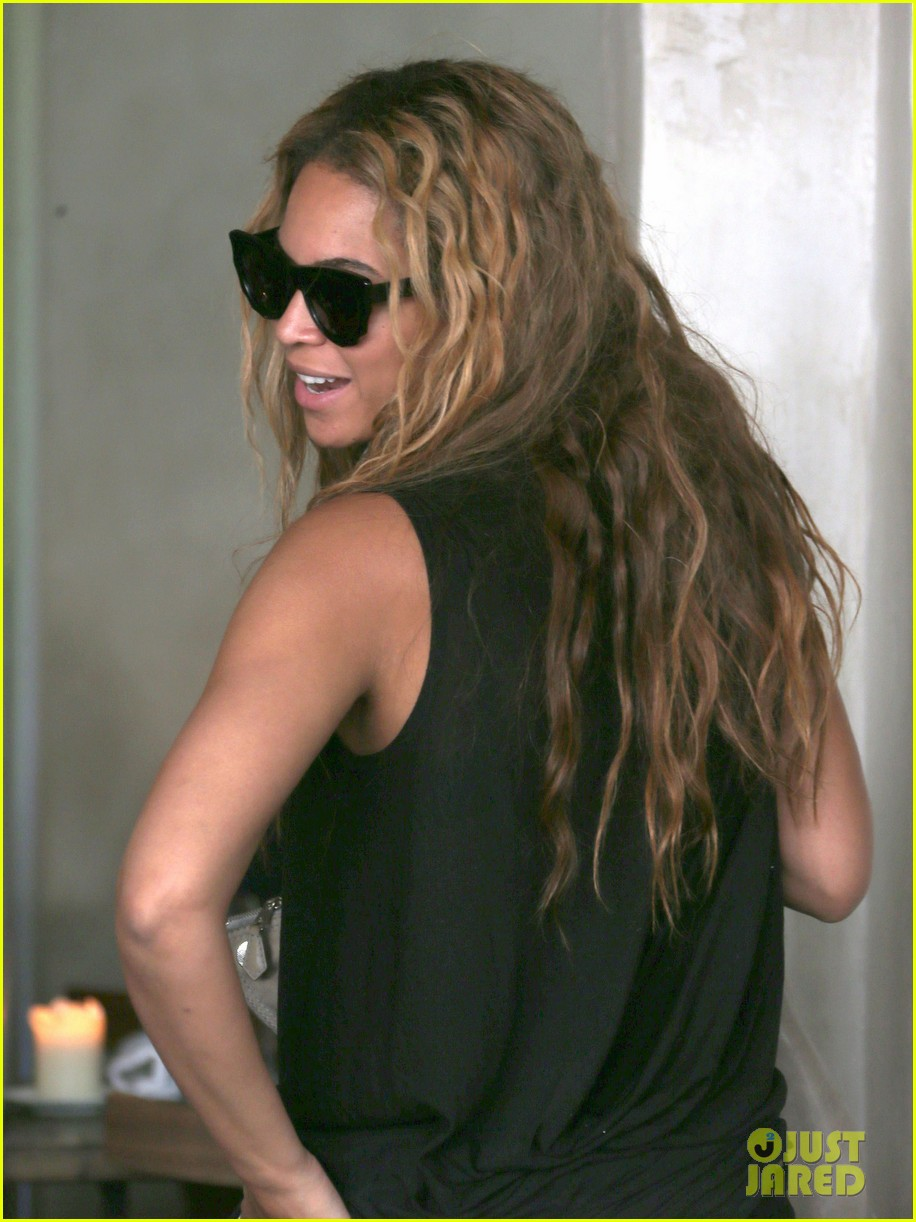 beyonce jay z parisian lunch with blue ivy carter 022857914