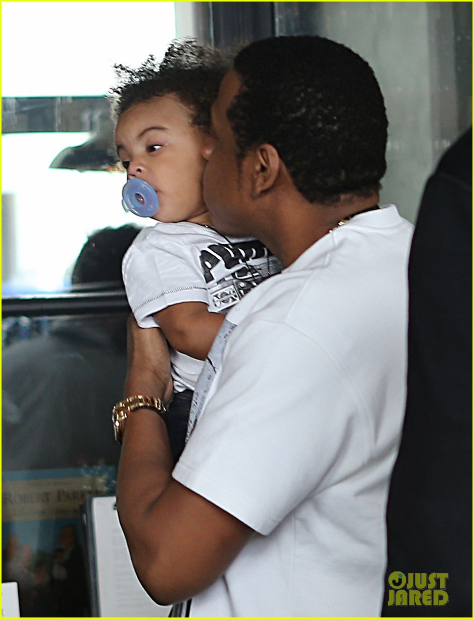 beyonce jay z parisian lunch with blue ivy carter 062857918