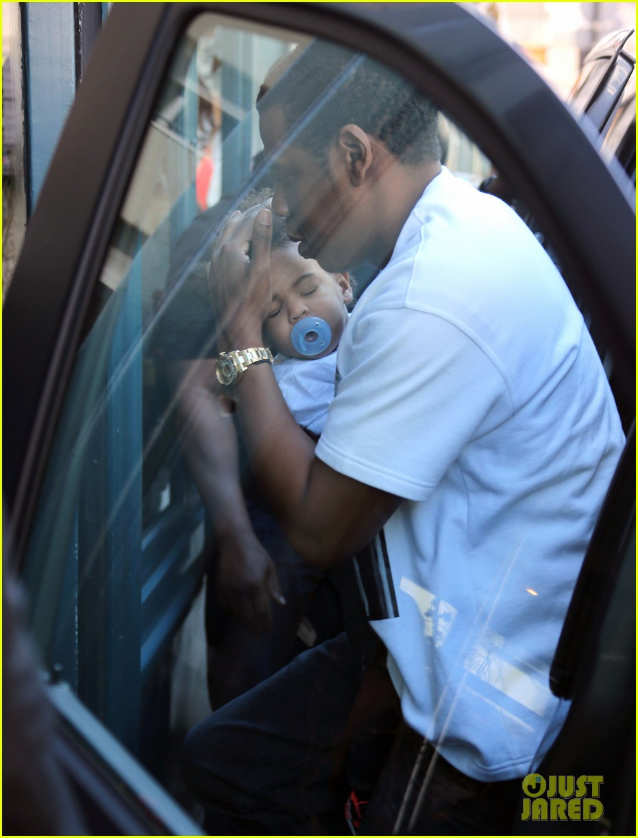 beyonce jay z parisian lunch with blue ivy carter 11