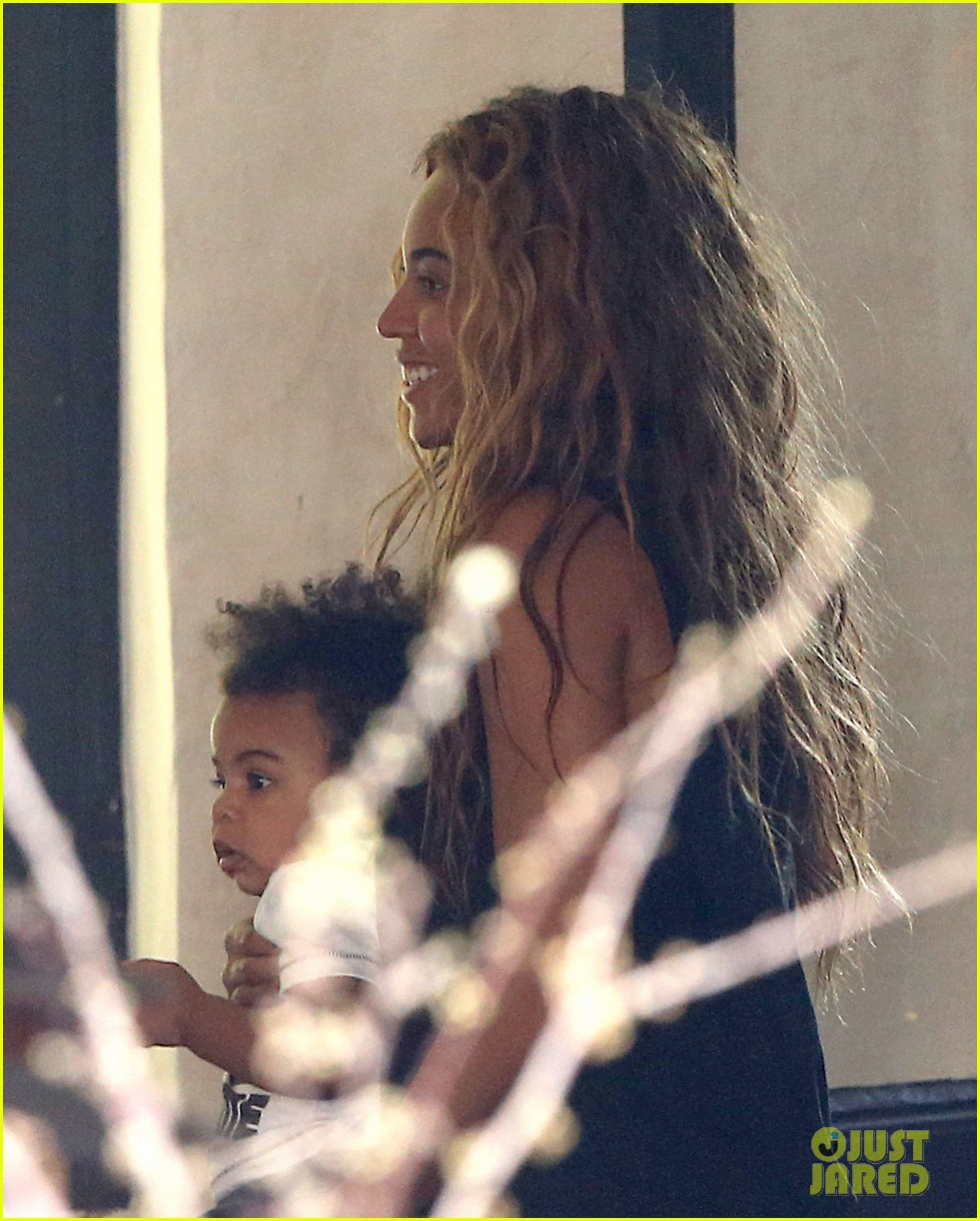 beyonce jay z parisian lunch with blue ivy carter 152857927