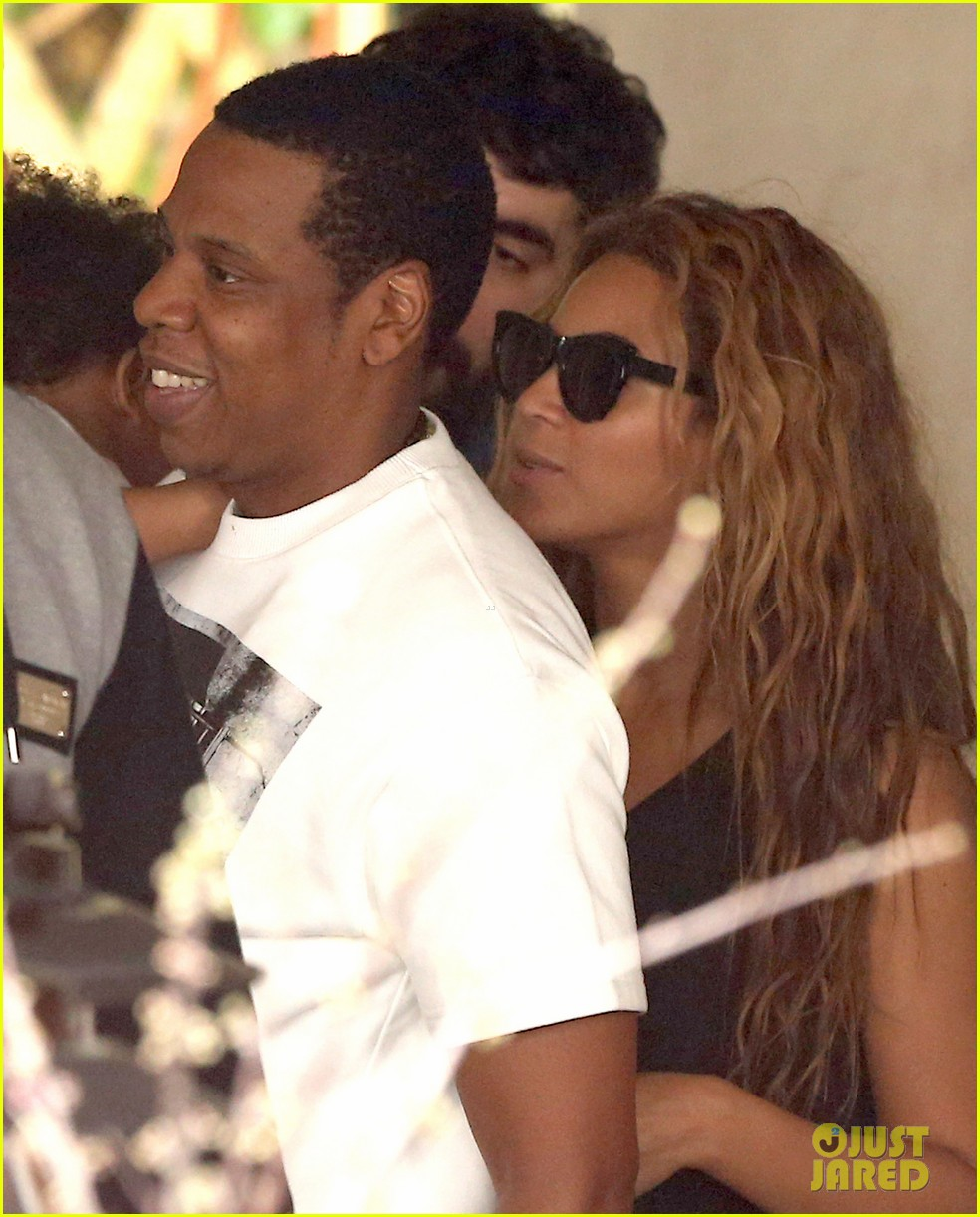 beyonce jay z parisian lunch with blue ivy carter 182857930