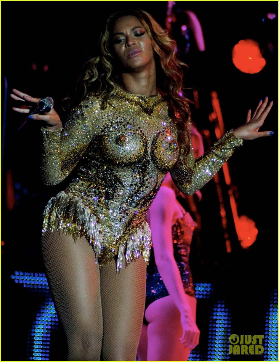 beyonce mrs carter world tour first show pics videos 022851194