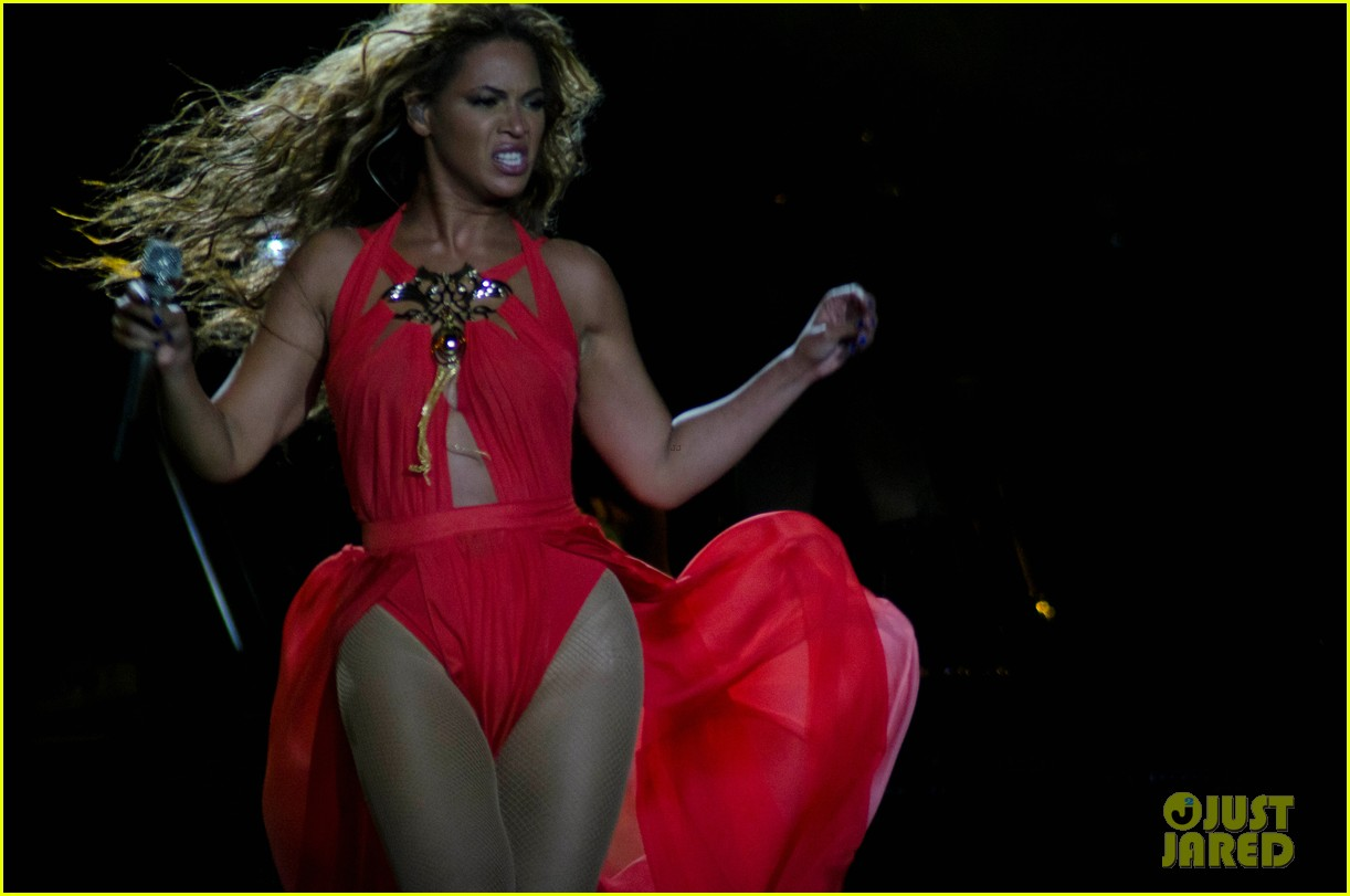 beyonce mrs carter world tour first show pics videos 062851198