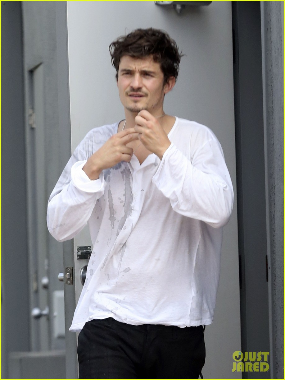 orlando bloom shirtless clothes fitting with flynn 192860287