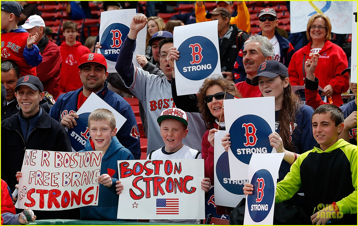 boston red sox pay tribute to bombing victims 032854198