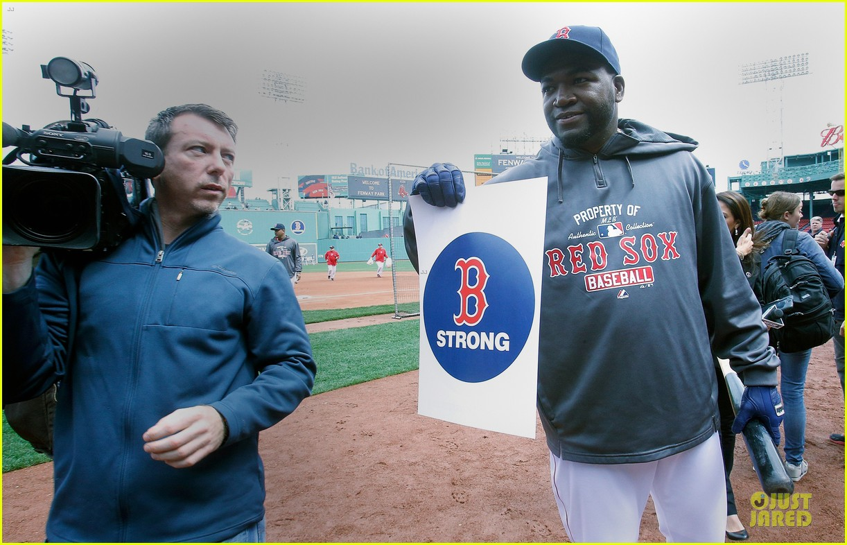 boston red sox pay tribute to bombing victims 062854201