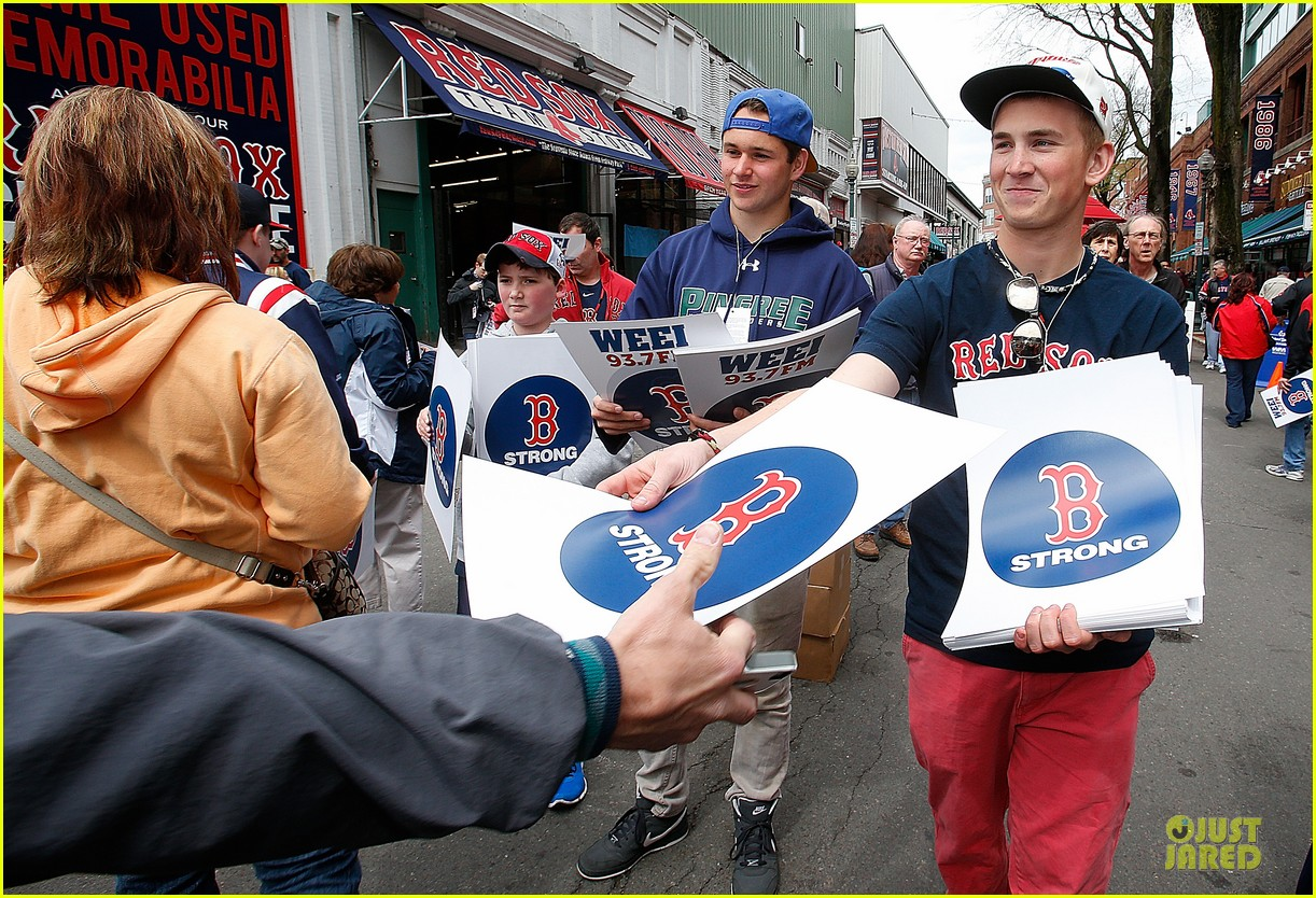 boston red sox pay tribute to bombing victims 072854202