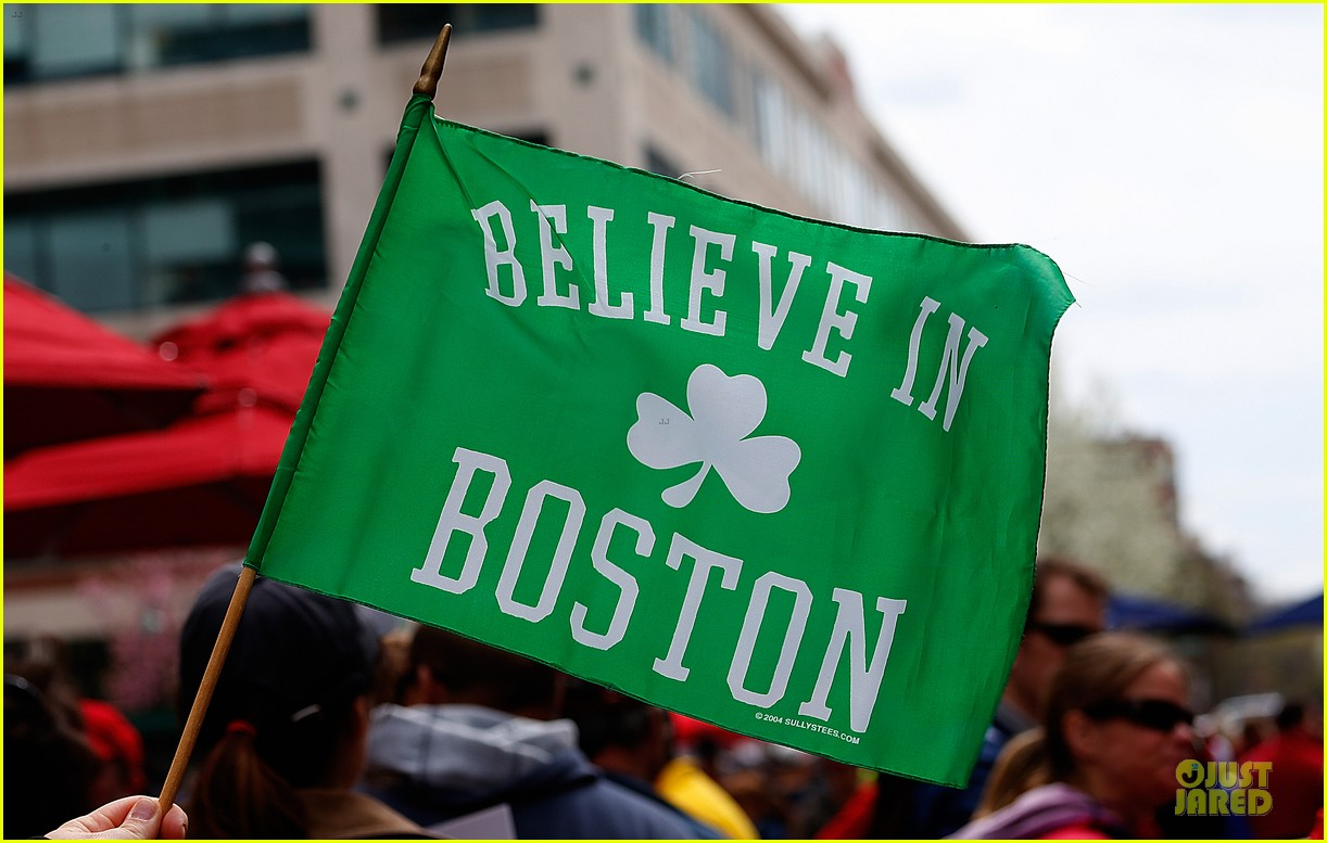 boston red sox pay tribute to bombing victims 112854206