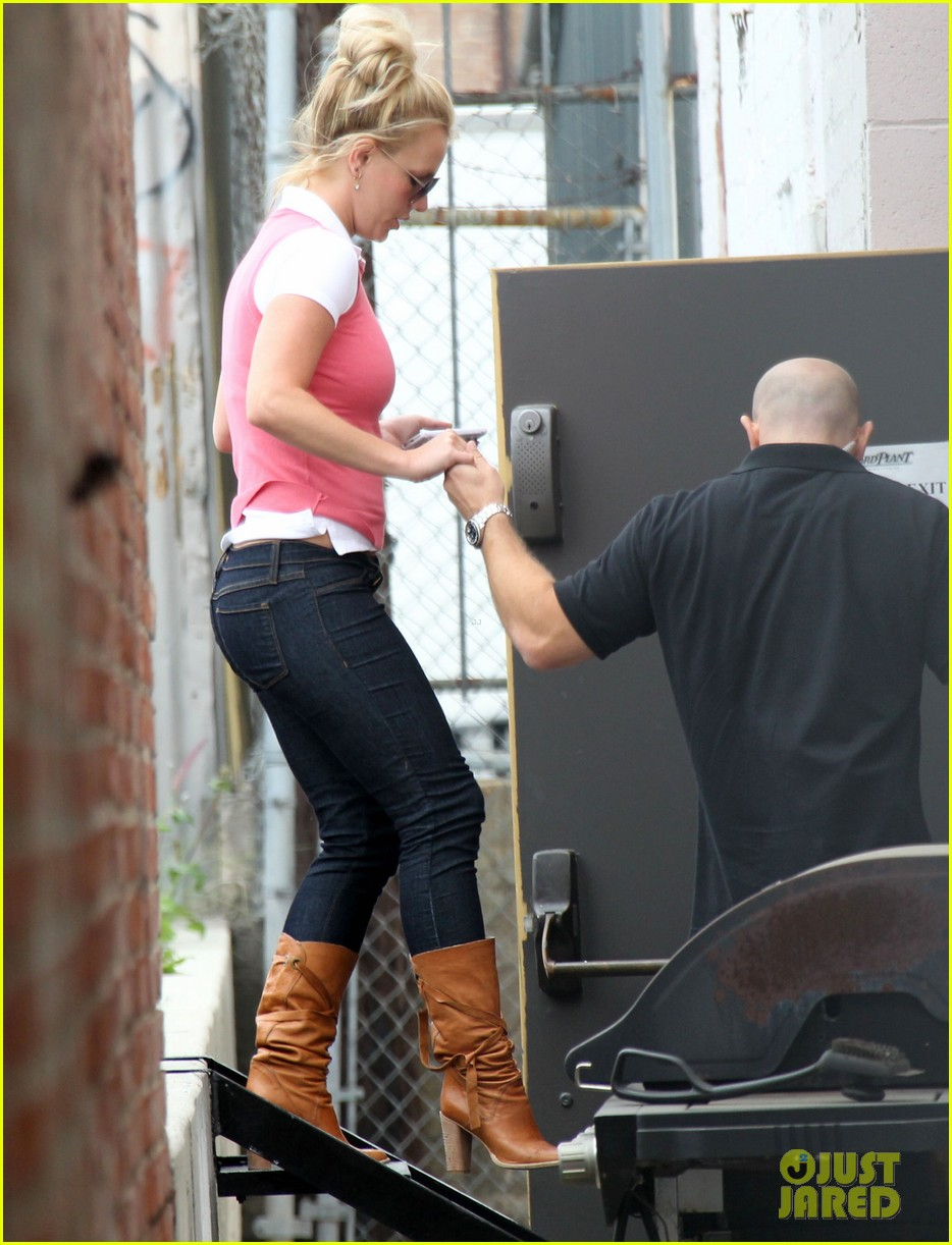 britney spears studio stop 01
