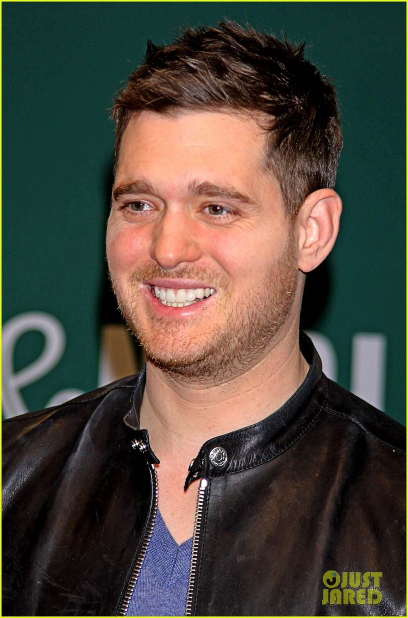 michael buble sings a capella in nyc subway watch now 06