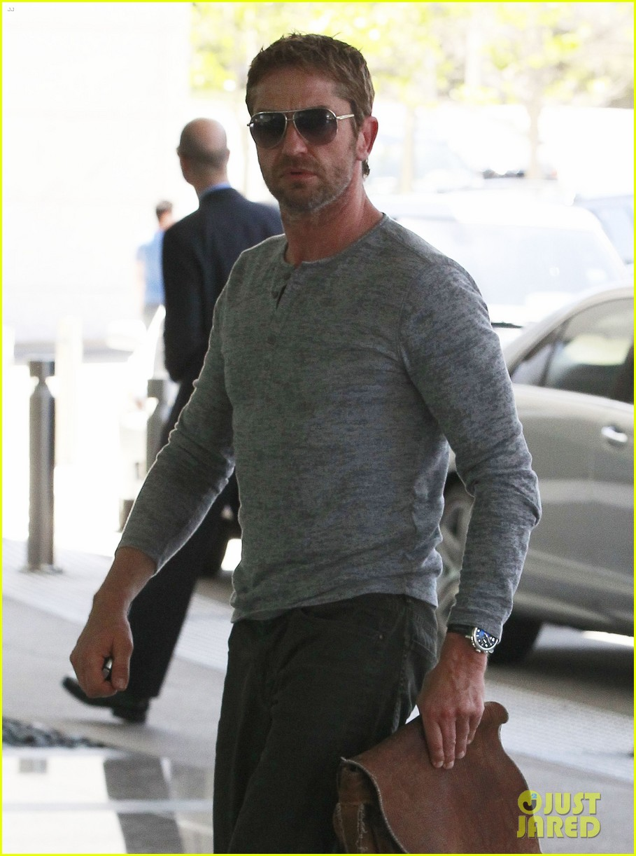 gerard butler talks having fun with dog lolita 022852804