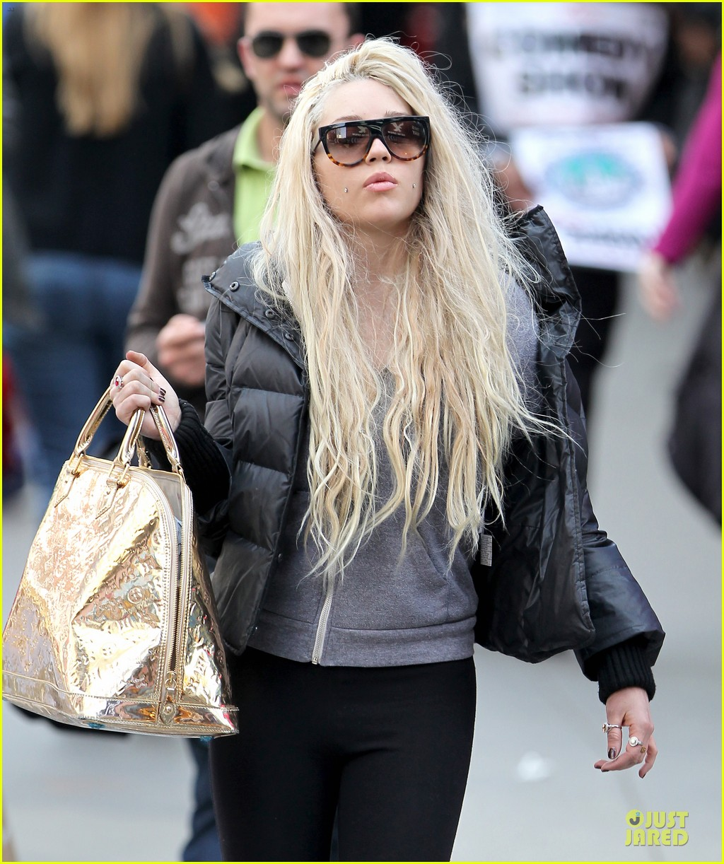 amanda bynes pierced cheeks in the big apple 12