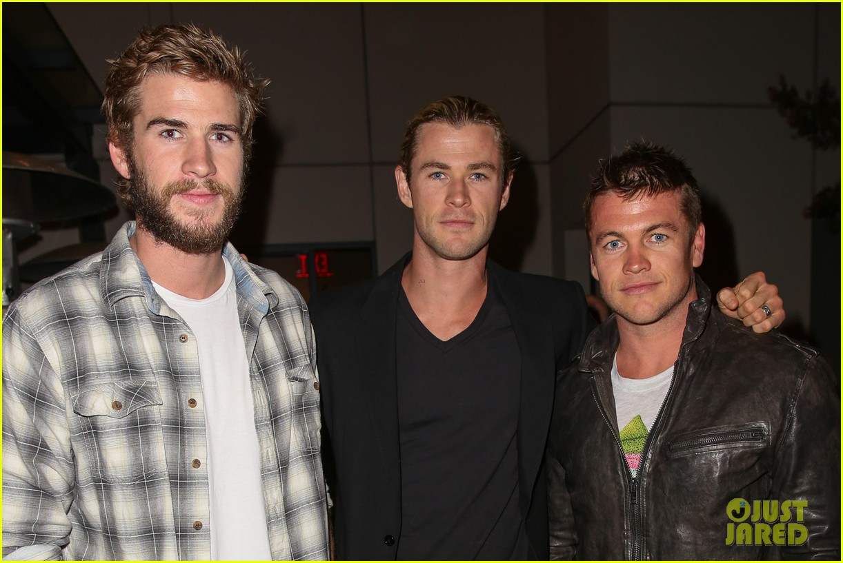 chris liam hemsworth city year los angeles fundraiser 2013 092854655