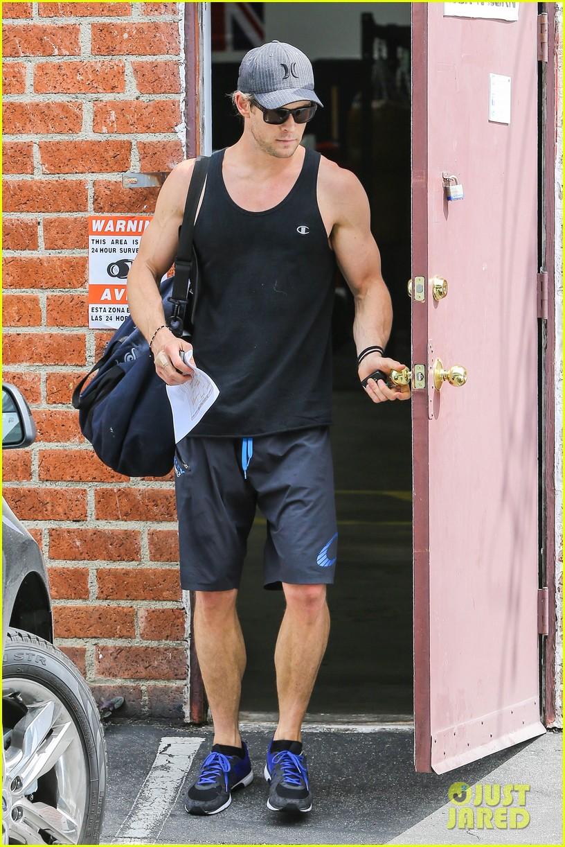 chris hemsworth elsa pataky separate easter outings 012841129
