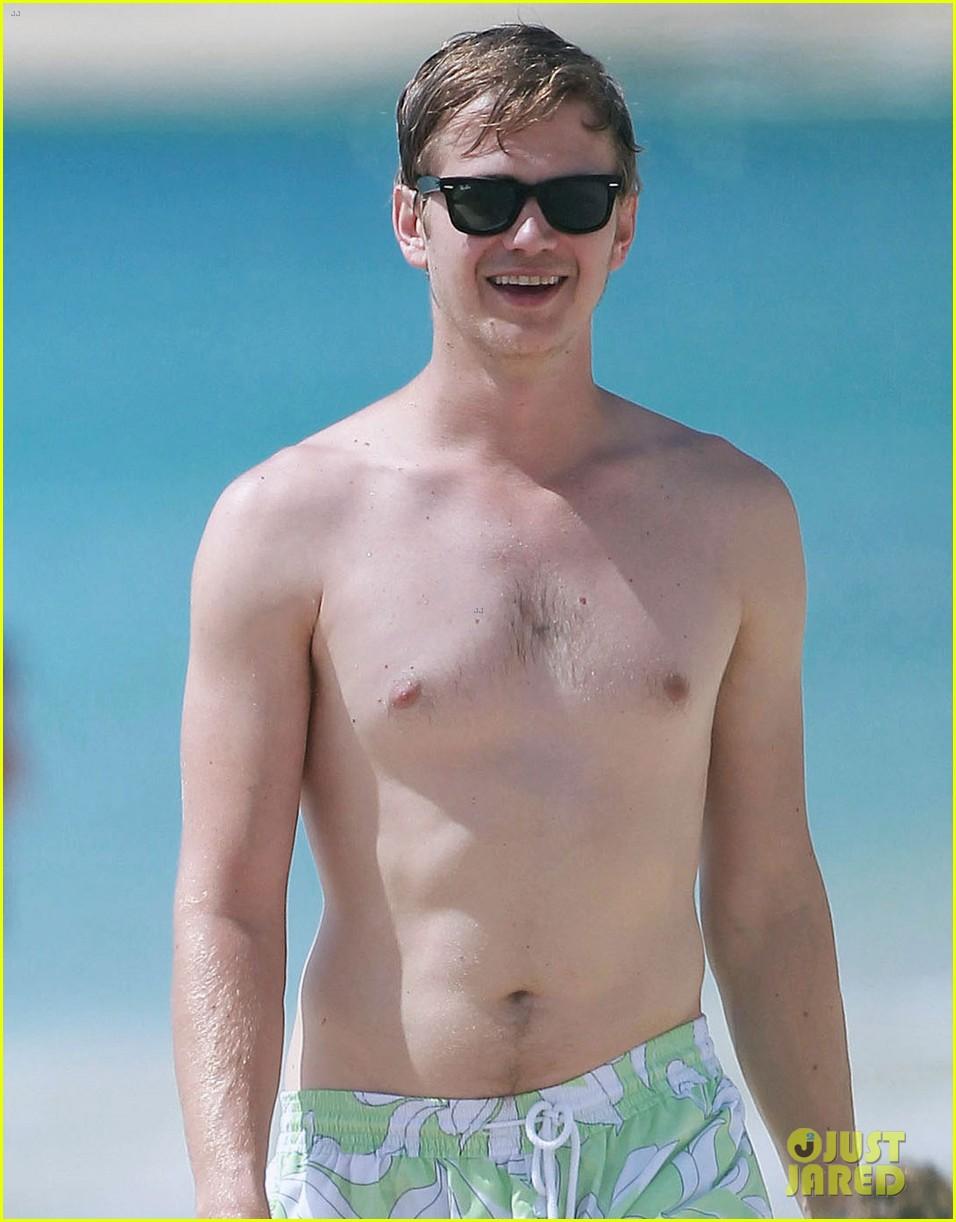 hayden christensen shirtless beach time with rachel bilson 042851525