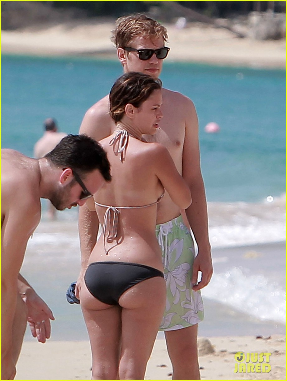 hayden christensen shirtless beach time with rachel bilson 152851536