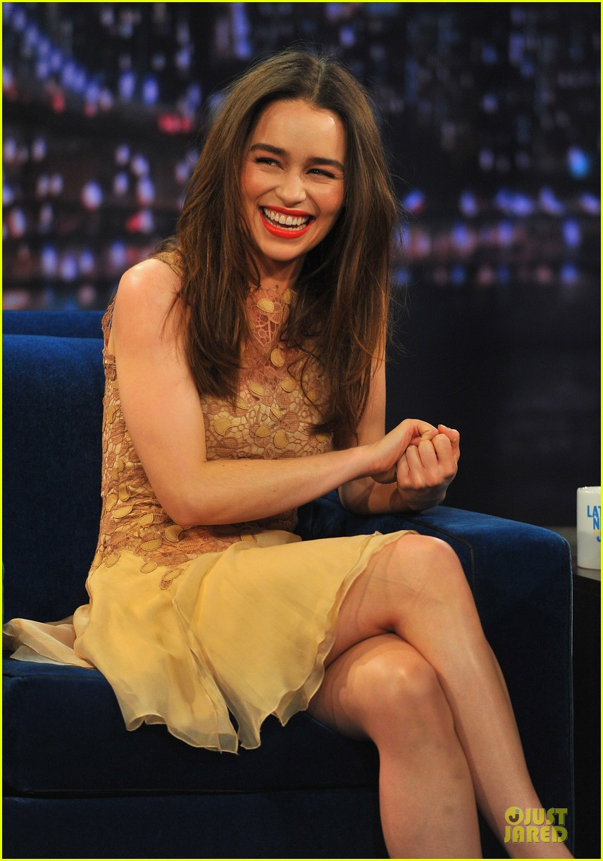 emilia clarke game of thrones promo on fallon 02