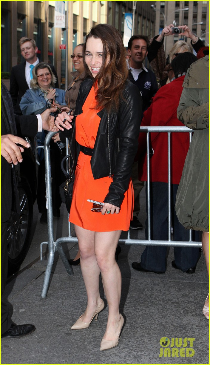 emilia clarke breakfast at tiffanys weekend shows 07