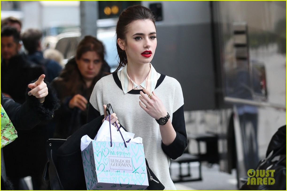 lily collins i hated screaming at julianne moore for enlish teacher 02