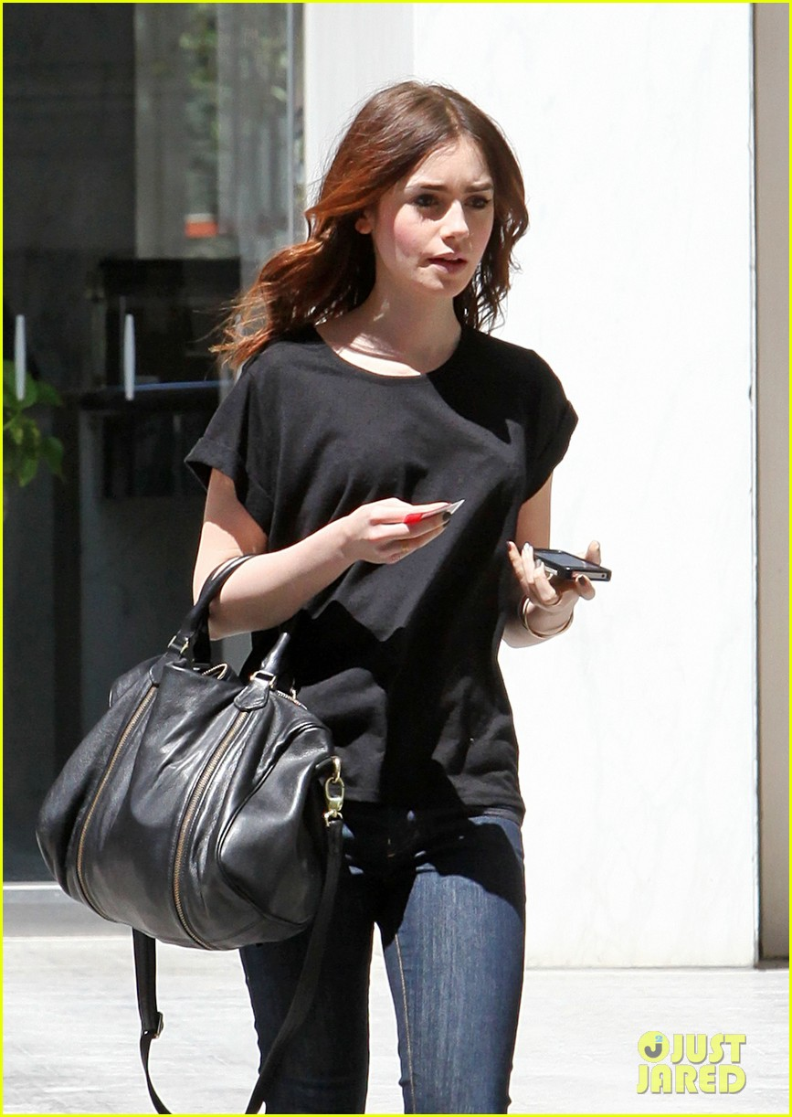 lily collins i auditioned for kristen stewarts role in twilight 202853429