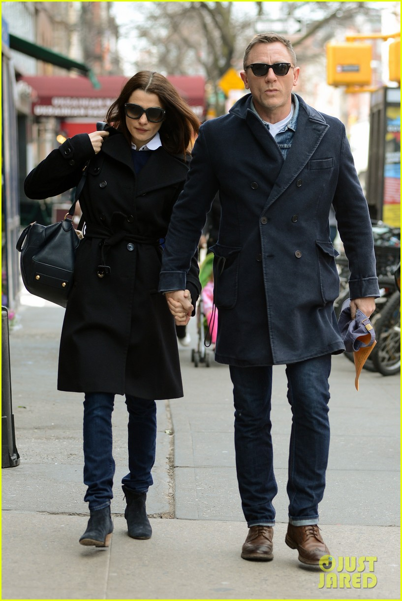 daniel craig rachel weisz hold hands after betrayal news 04