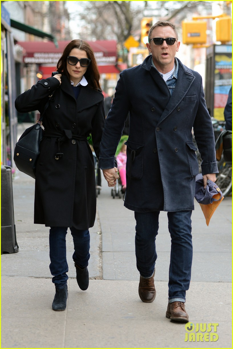 daniel craig rachel weisz hold hands after betrayal news 062843760