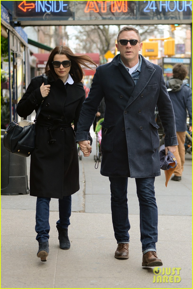 daniel craig rachel weisz hold hands after betrayal news 072843761