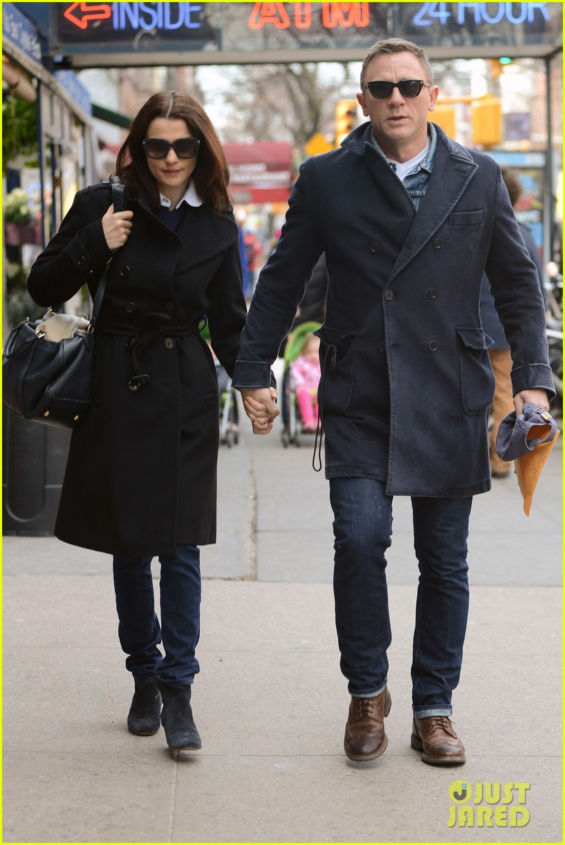 daniel craig rachel weisz hold hands after betrayal news 102843764