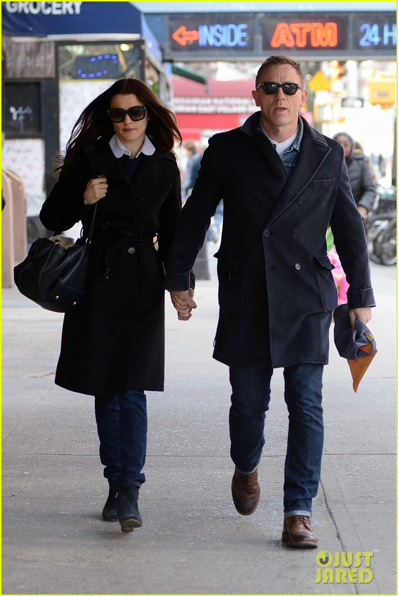 daniel craig rachel weisz hold hands after betrayal news 112843765