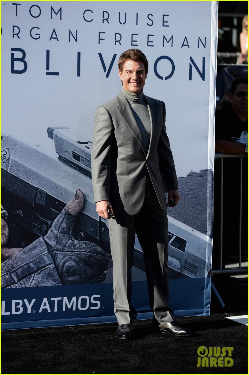 tom cruise olga kurylenko oblivion hollywood premiere 112847257