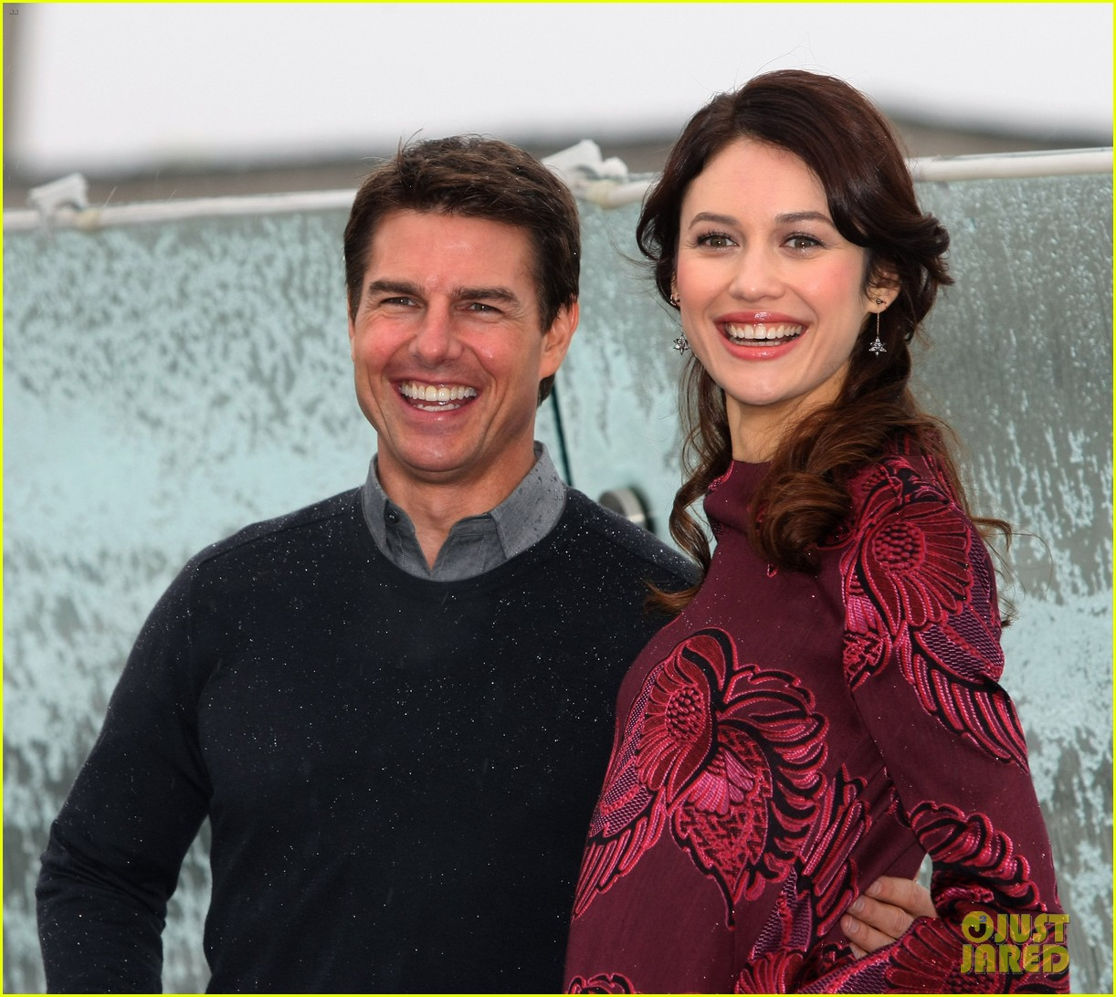 tom cruise olga kurylenko oblivion moscow photo call 06