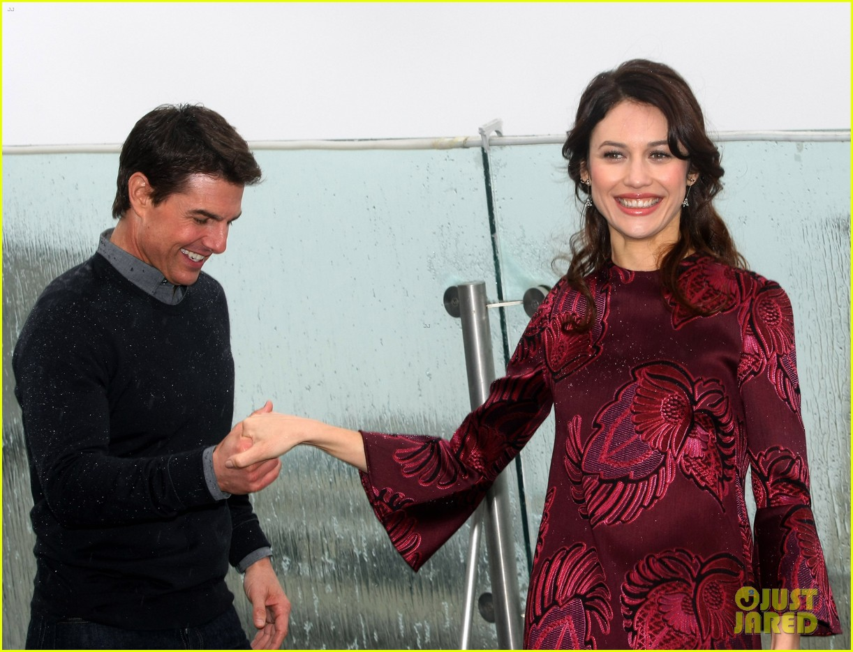 tom cruise olga kurylenko oblivion moscow photo call 09