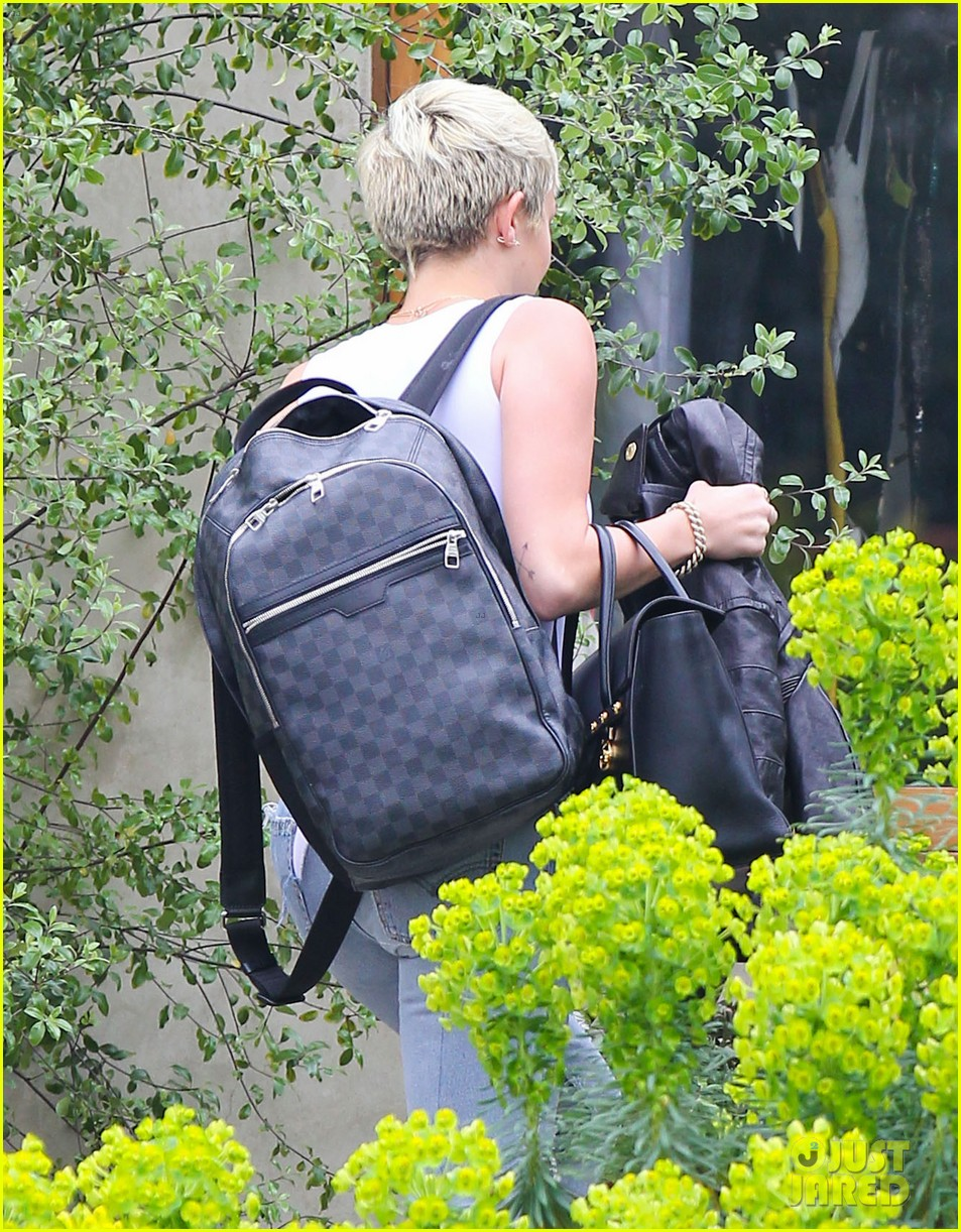 miley cyrus goes to photo shoot liam hemsworth grabs bite to eat 022849501
