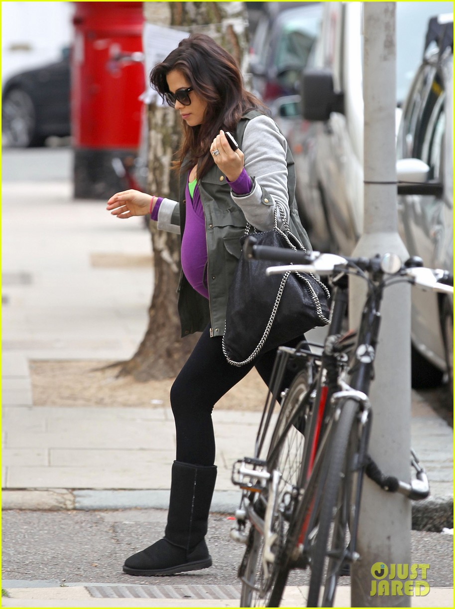 jenna dewan baby bumpin through london 05