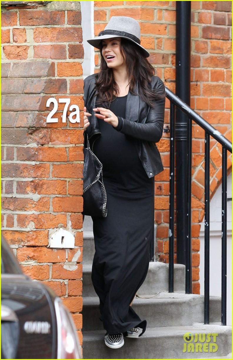 jenna dewan baby bumpin through london 072853501