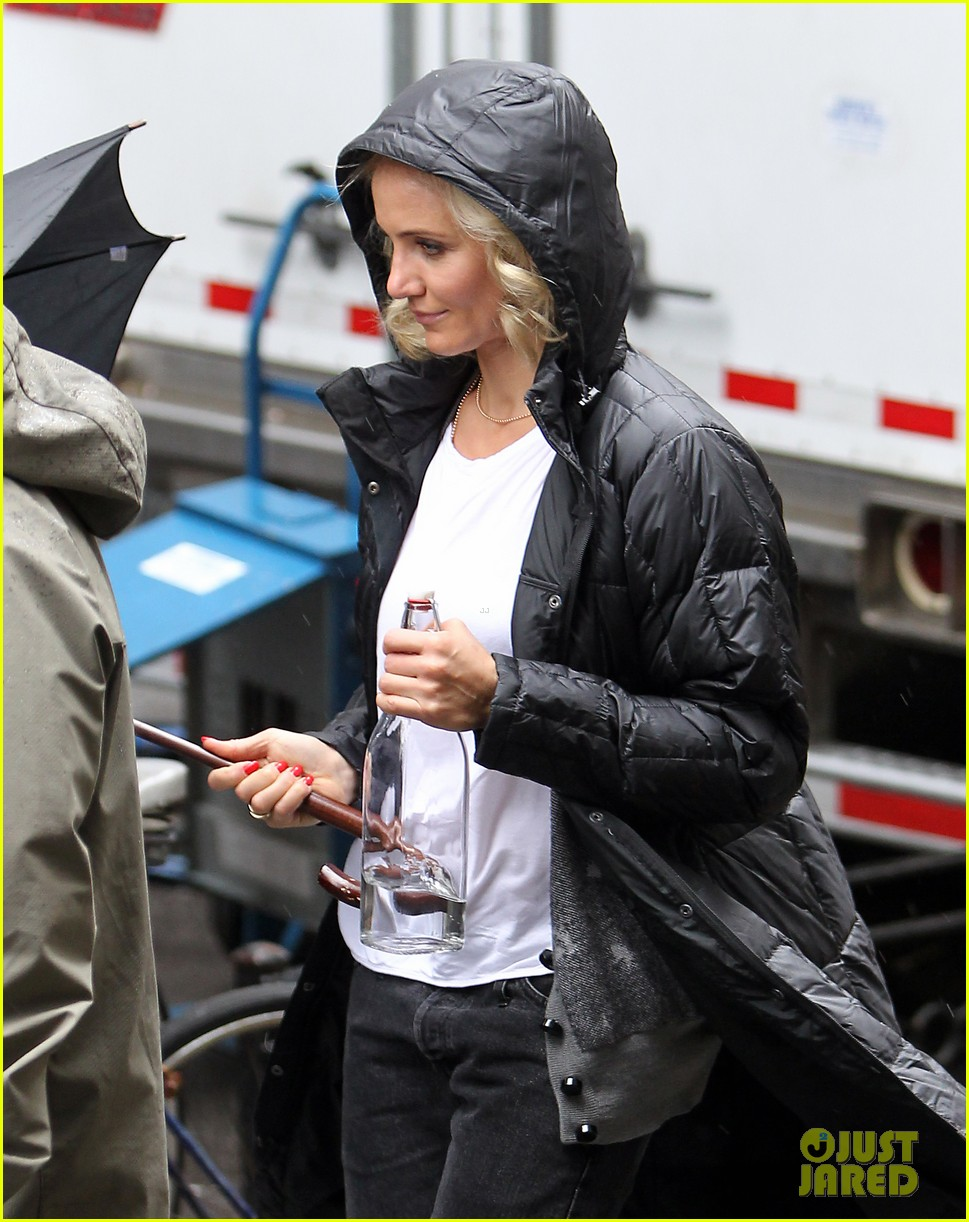 cameron diaz rainy other woman set with leslie mann 072861329
