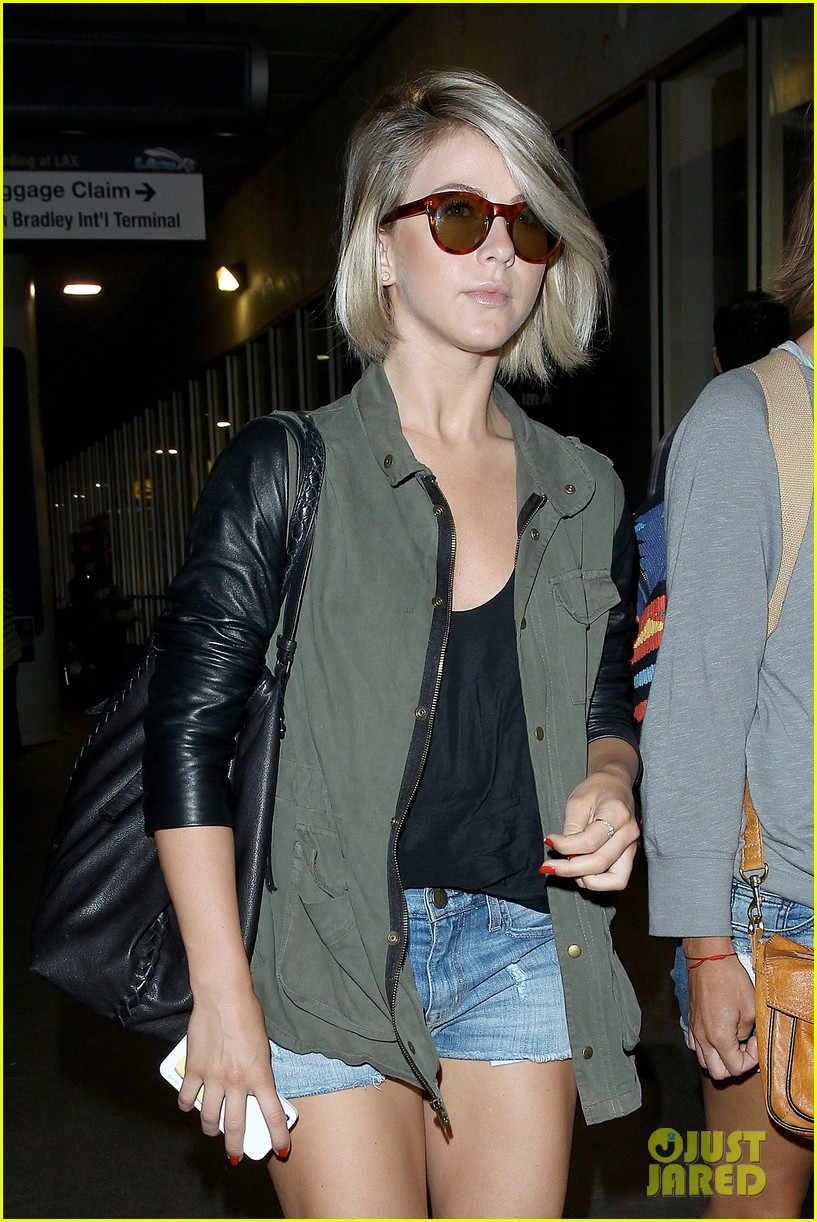 nina dobrev julianne hough fly home after girls weekend 14