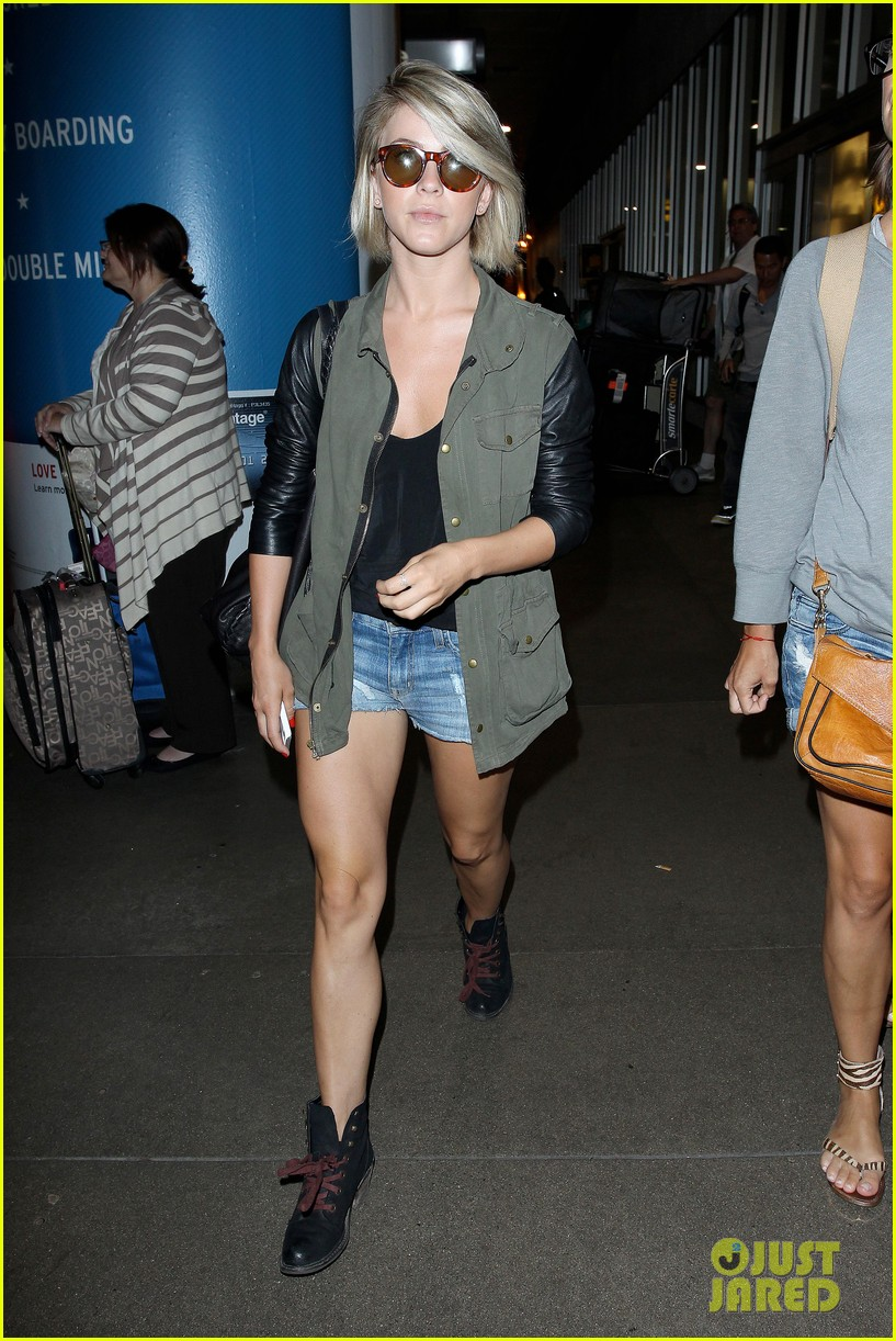 nina dobrev julianne hough fly home after girls weekend 162860768