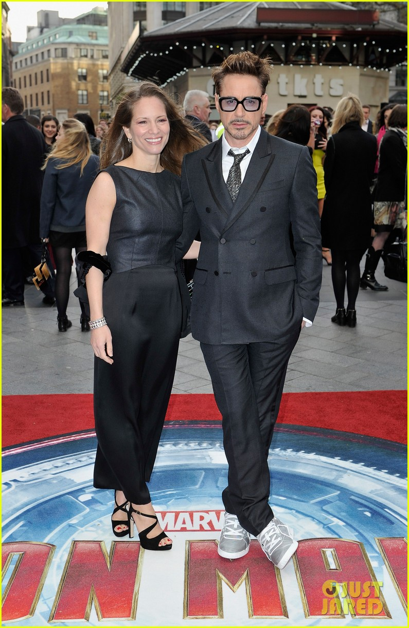 robert downey jr samantha barks iron man 3 london premiere 07