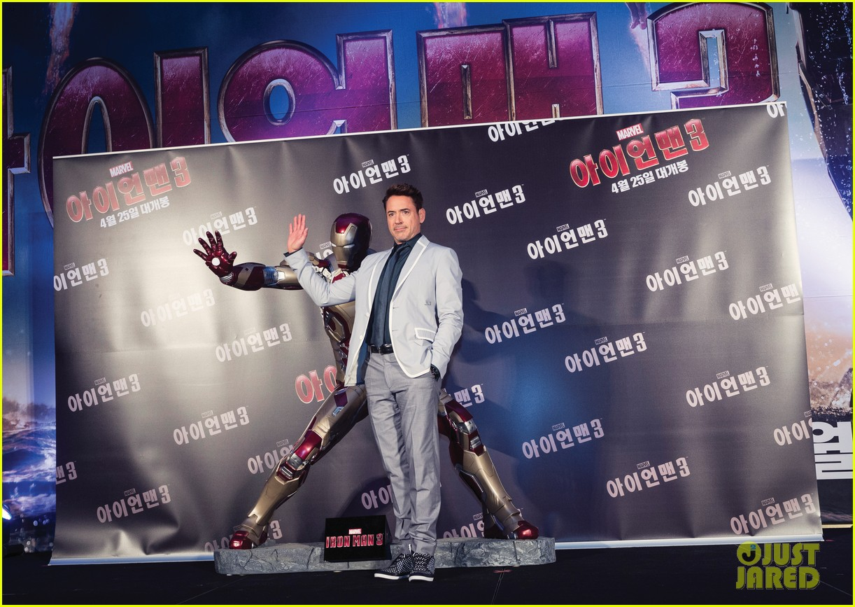 robert downey jr iron man 3 seoul premiere photo call 012843402