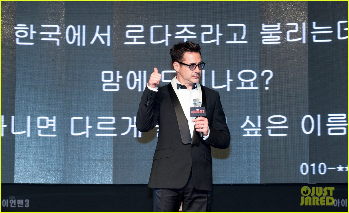 robert downey jr iron man 3 seoul premiere photo call 04