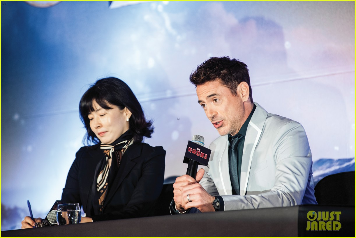 robert downey jr iron man 3 seoul premiere photo call 082843409