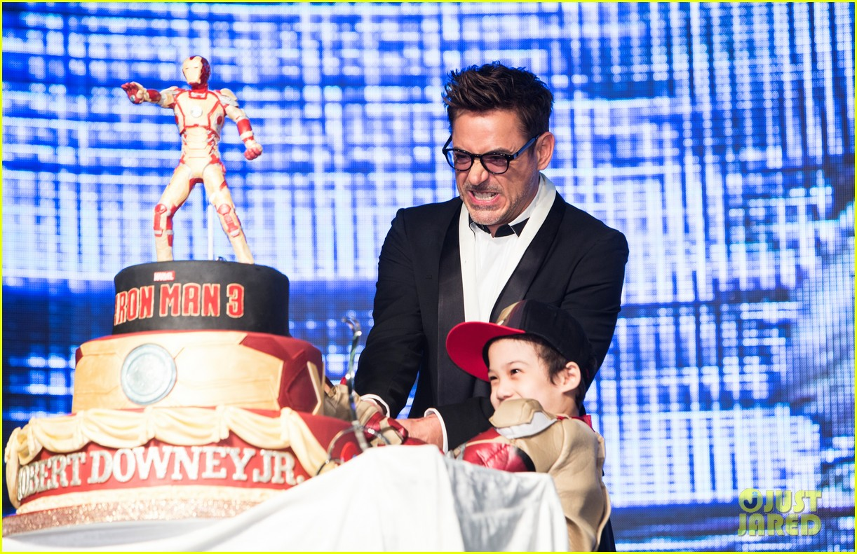 robert downey jr iron man 3 seoul premiere photo call 112843412