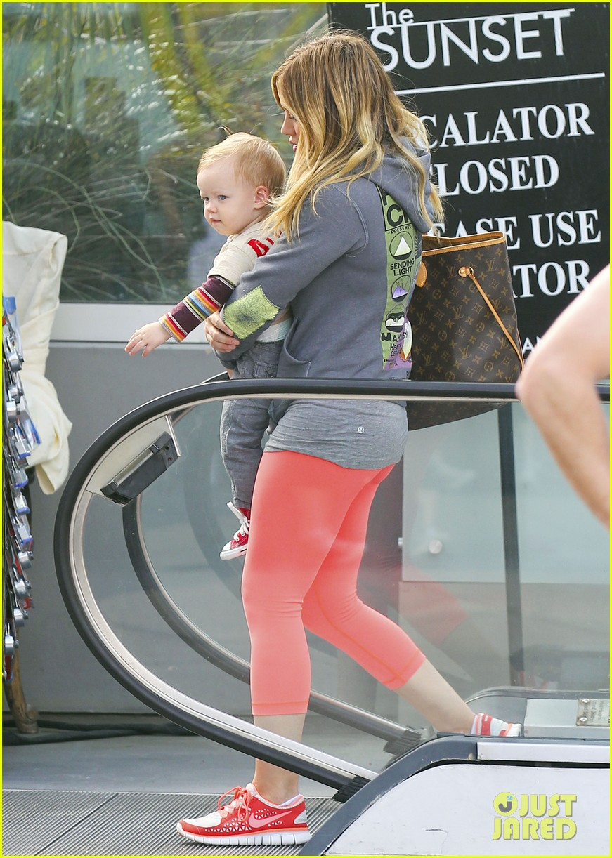 hilary duff mike comrie family breakfast with luca 012844730