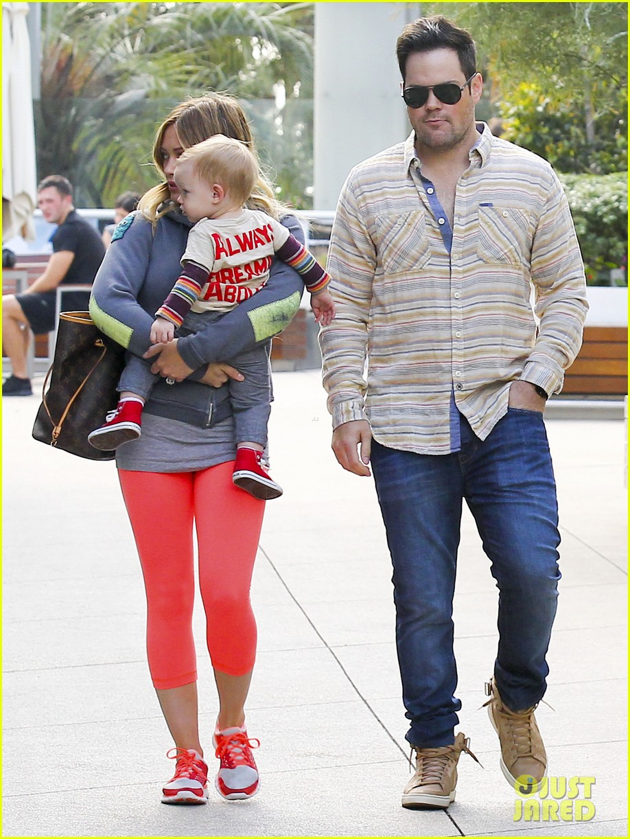 hilary duff mike comrie family breakfast with luca 032844732