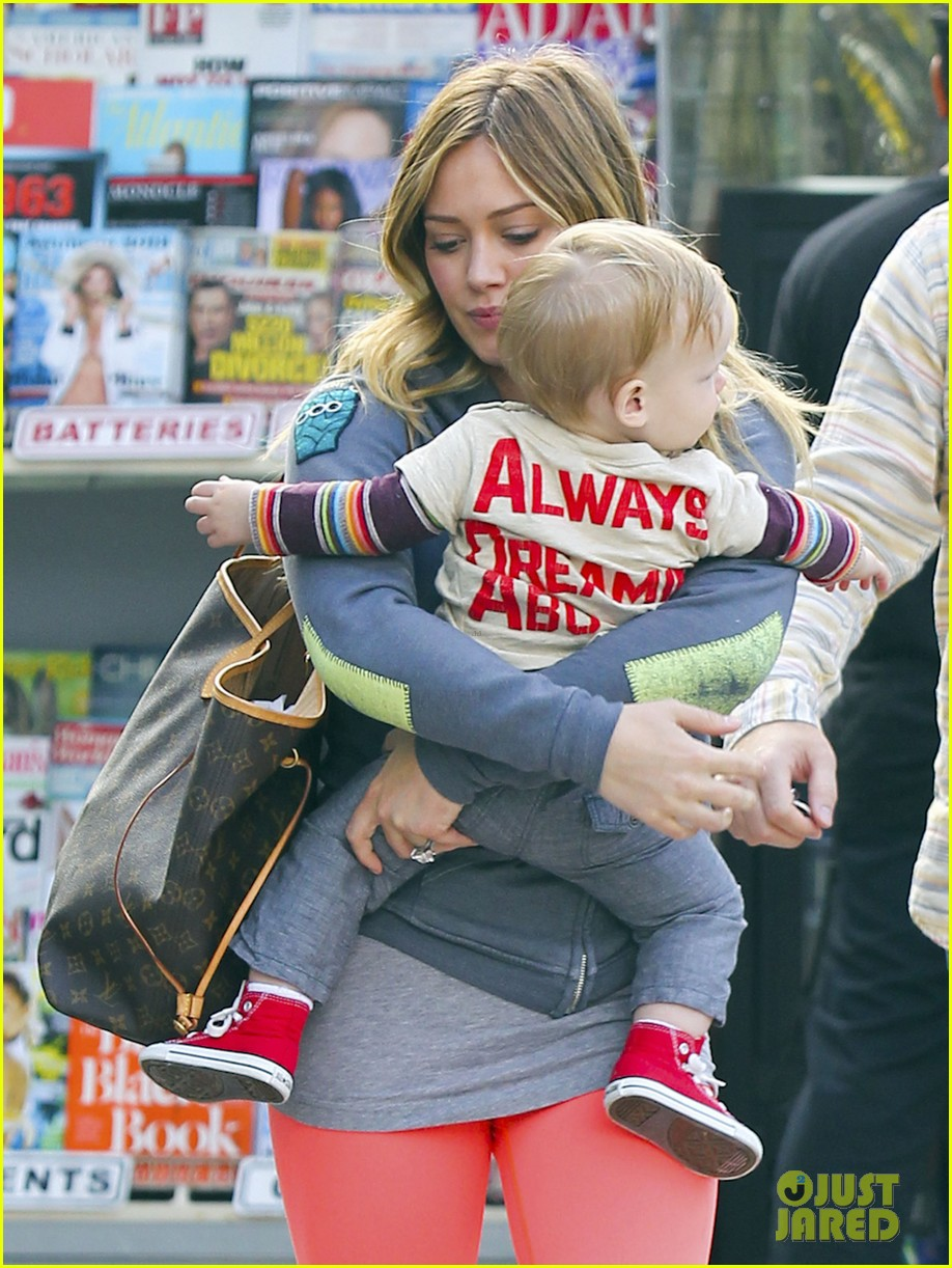hilary duff mike comrie family breakfast with luca 042844733