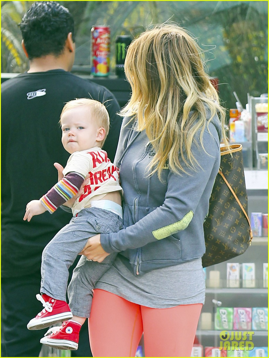 hilary duff mike comrie family breakfast with luca 072844736