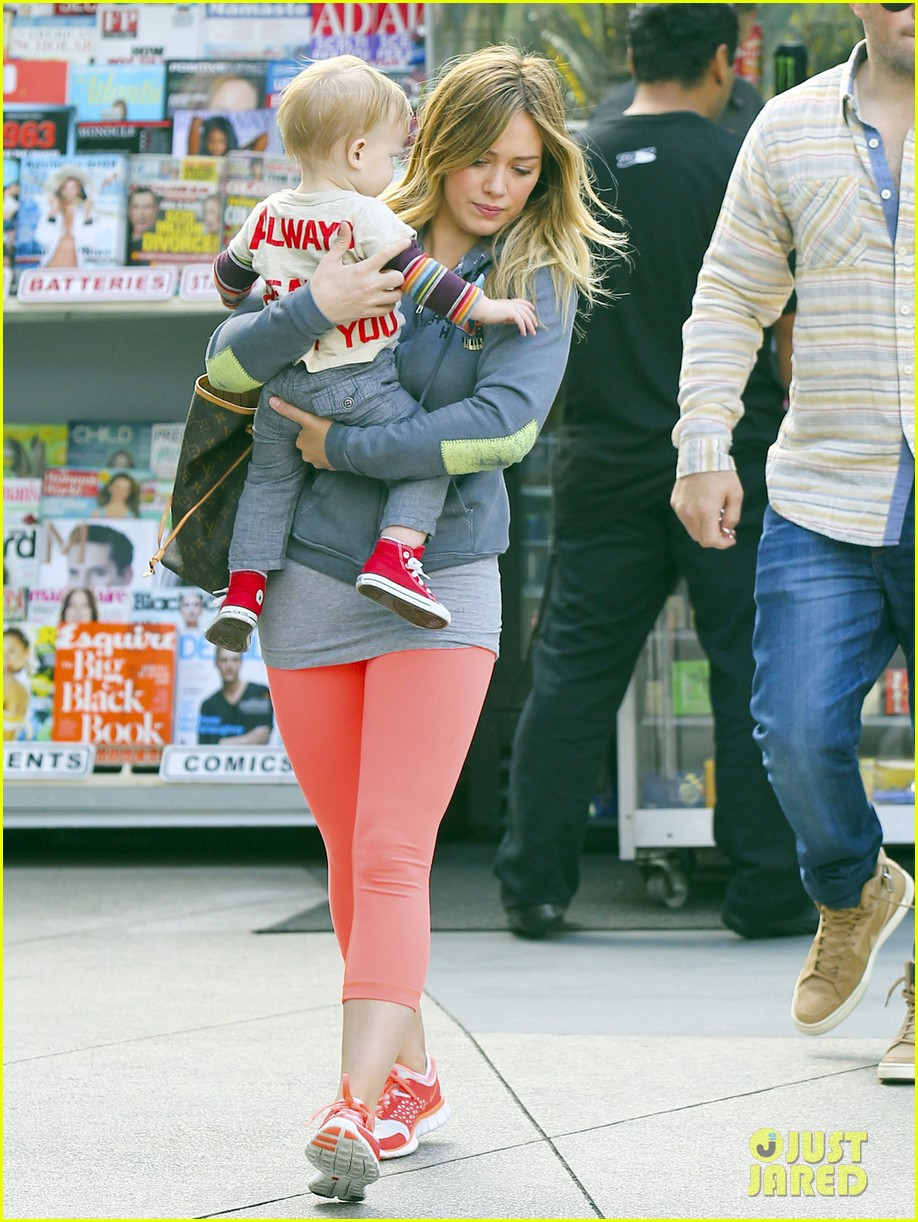 hilary duff mike comrie family breakfast with luca 092844738