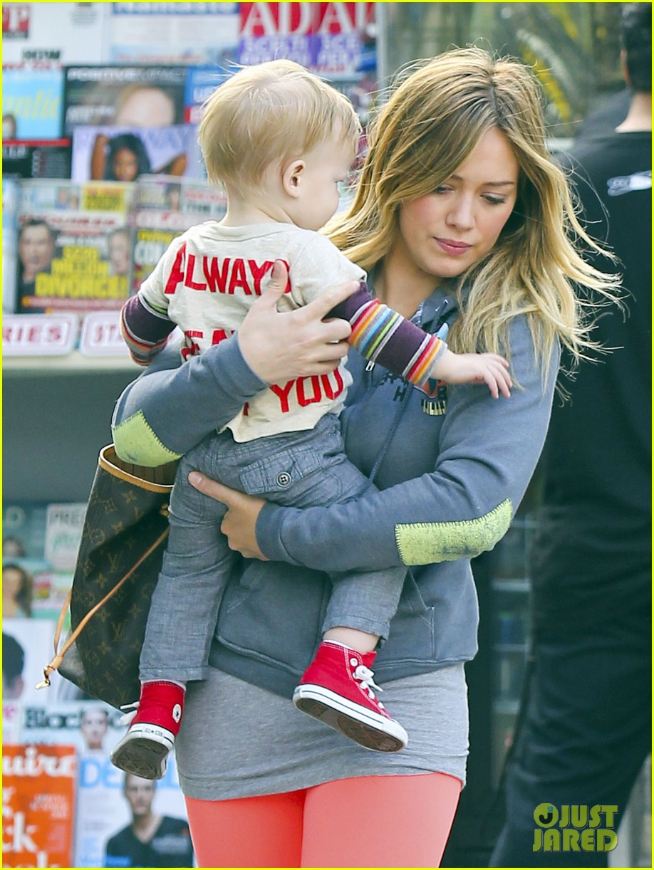 hilary duff mike comrie family breakfast with luca 102844739