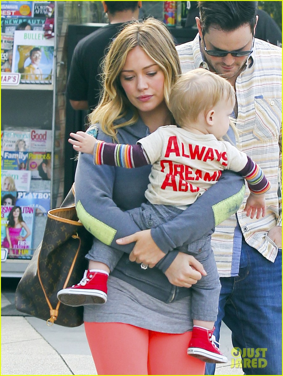 hilary duff mike comrie family breakfast with luca 112844740